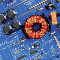 Panoramica degli assemblaggi interni dell'amplificatore Impact LK 1252
